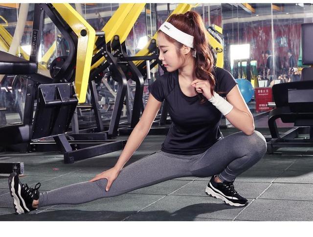 专业教练推荐:女生第一次去健身房最好的健身器材